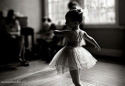 baby-black-and-white-classic-dance-cute-Favim.com-717539